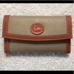 Dooney & Bourke women's wallet